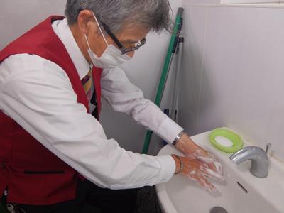 乗務員には始業時、終業時、営業中、休憩も含め、こまめな手洗いうがいを指導徹底して行っています。